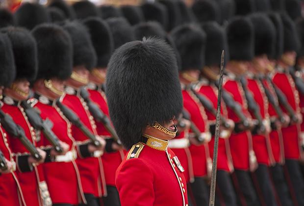 За неуважение к королевским гвардейцам можно попасть в полицейский участок