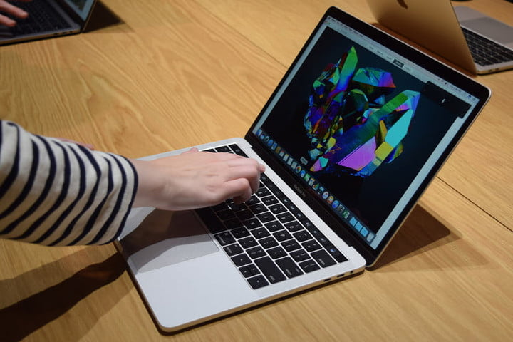 带触控栏的Apple MacBook Pro OLED