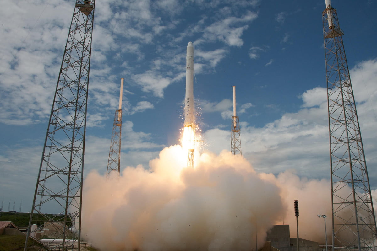 spacex shipping falcon  flight liftoff l