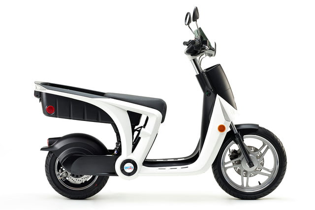 mahindra genze 2 0 scooter colorsurvey 0013 white