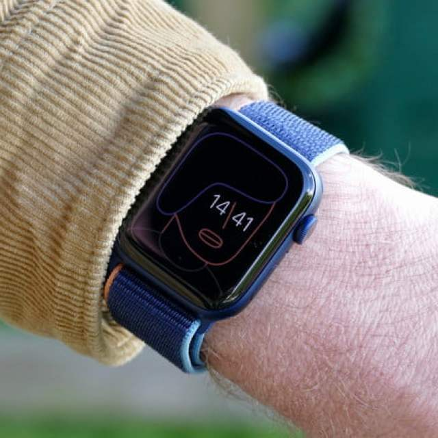 apple watch series 6 review artist ambient face