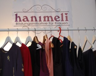 """The weekly sewing course in the community space """"Herbststraße"""", Vienna"""
