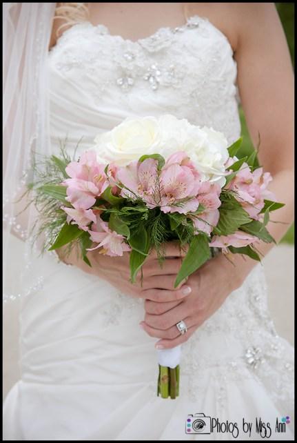 iceland-seljalandsfoss-wedding-bridal-bouquet-iceland-wedding-planner-photos-by-miss-ann