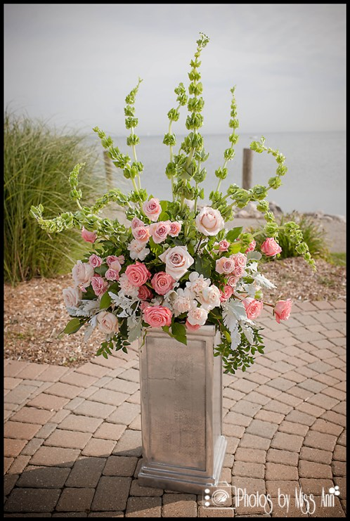lakeside-wedding-details-lime-green-and-pink-wedding-flowers-iceland-wedding-photographer