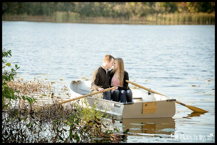 boatloads-of-love-on-this-row-boat-engagement-session-on-whitmore-lake