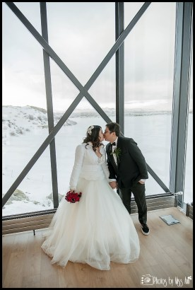 iceland-wedding-kiss-northern-lights-bar-at-the-ion