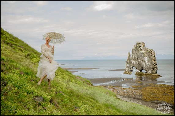 hvitserkur-sea-arch-iceland-wedding-photographer