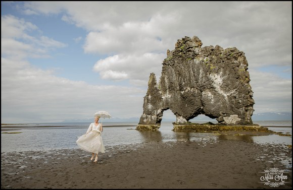 hvitserkur-sea-arch-iceland-wedding-photographer-2