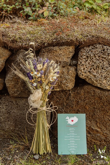 iceland-wedding-bouquet-and-timeline-card-your-adventure-wedding2