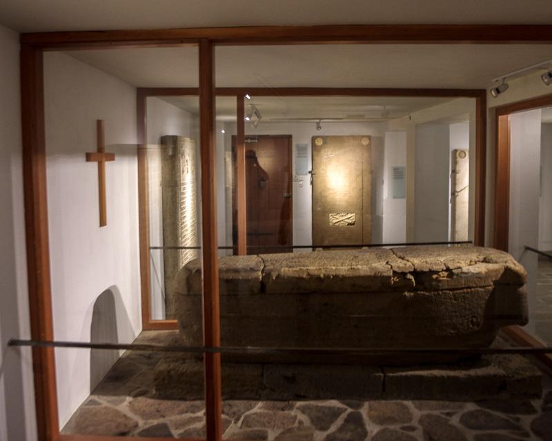 Skálholt sarcophagus