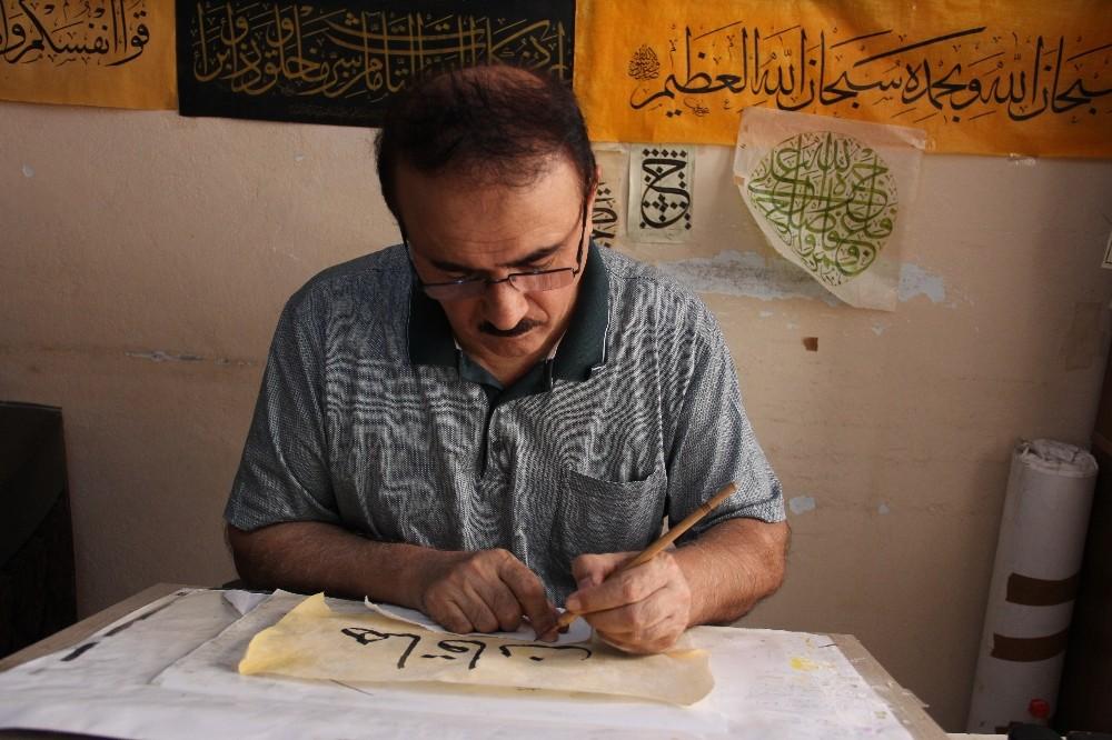 (Özel) 40 yıllık hattat Irak Türkmeni Al Zamo sanatını yaşatmak için destek bekliyor