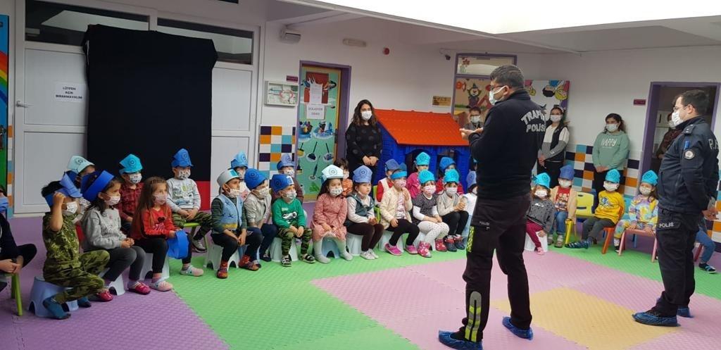 Bozyazı'da anaokulu öğrencilerine trafik ve güvenlik eğitimi