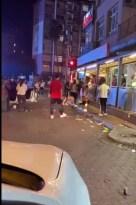 Işıklarda bekleyen araçtaki kişilere bardak fırlattı, tekme tokat dövüldü
