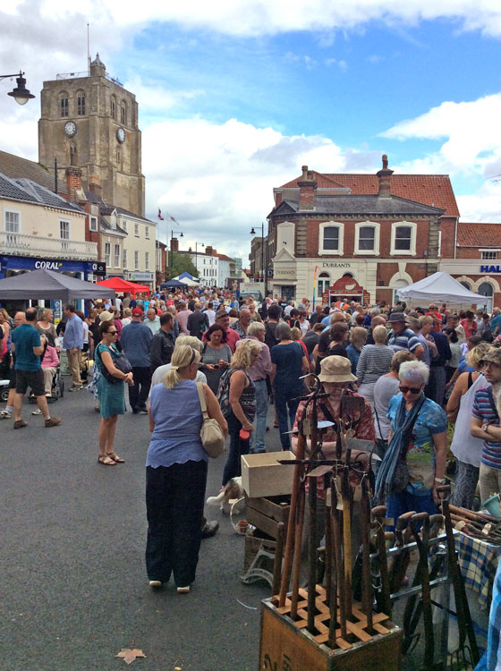BECCLES ANTIQUES STREET MARKET SUNDAY