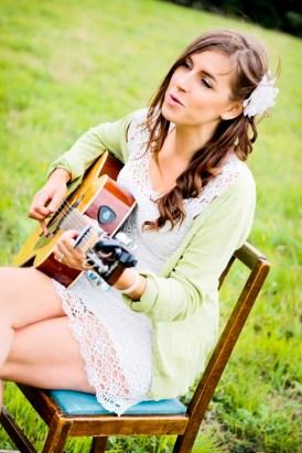 The shoot songstress