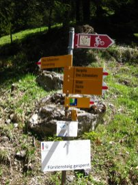 Rohter Wanderbuch Ostschweiz Buendnerland 3