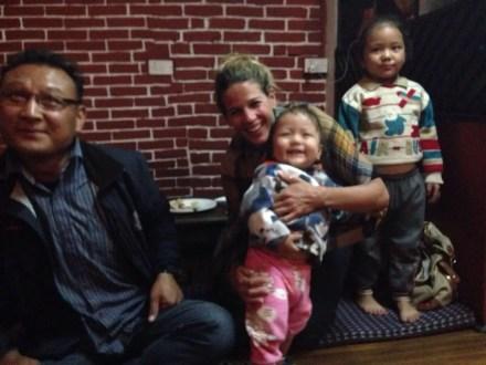 Wiedersehen mit der Familie von Ash Gurung.