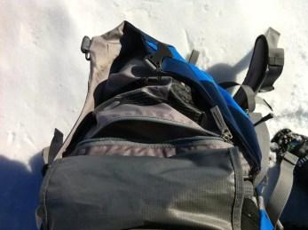 Innentasche im Deckel und Schutzmaterial, vermeidet, dass die Deckeltasche klemmt beim Hochklappen