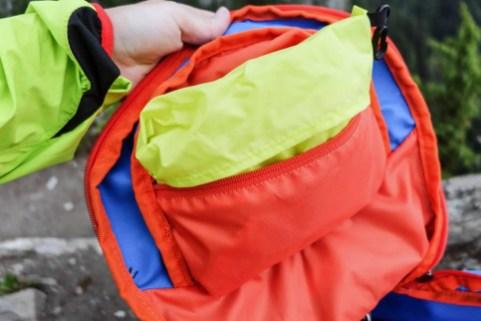 Tatonka Yalka 24, kleine Tasche innen mit Regenhülle