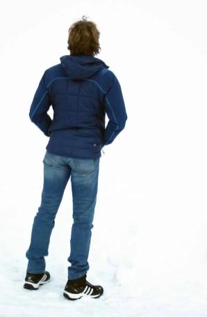Die Jacke ist klar figurbetont und eher eng geschnitten