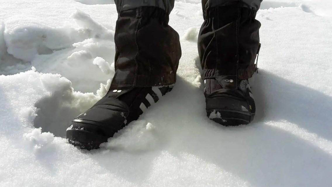 Für den tiefen Schnee sind zusätzliche Gamaschen nötig