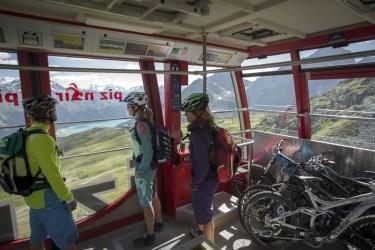 ENGADIN St. Moritz: Mountainbike Transport mit der Bergbahn Piz Nair