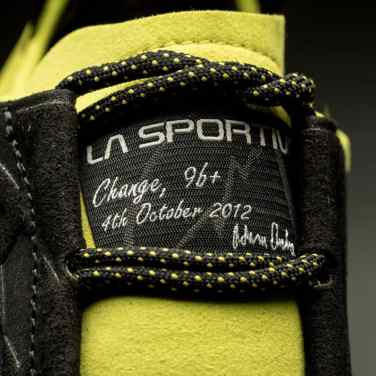 La Sportiva_Miura XX black-sulphur_signature2