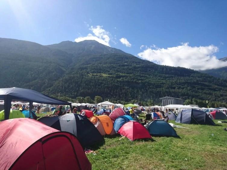 Zeltplatz mit Bergpanorama