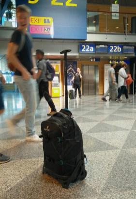 Rolltasche (ohne Täger) am Flughafen