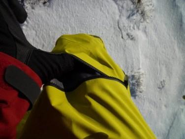 Reißverschlusstasche am rechten Bein