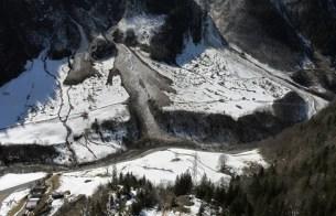 Ablagerungen grosser Lawinen am Grimselpass, (Lochlaui, Mäderlaui und Gschitzlaui, Guttannen, BE), die am 9. März 2017 spontan abgingen und sehr gross wurden. Foto: A. Henzen, 10.03.2017