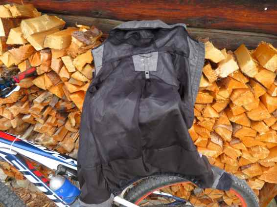 Craft Ride Rain Jacket 01
