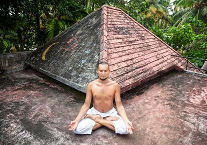 Im Rahmen eines Retreats widmet man sich mehrere Tage intensiv der Meditation.