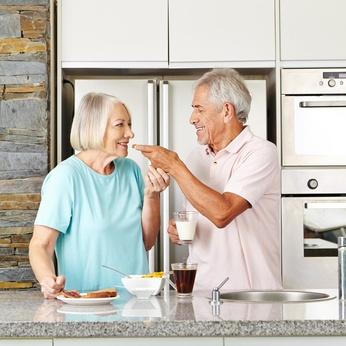 Auch das gemeinsame Frühstück im Stehen kann zur Achtsamkeitsübung werden.