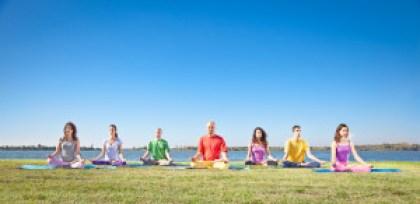 Im Meditationskurs lernt man Gleichgesinnte kennen.