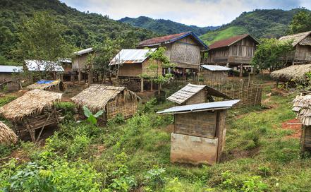 Viele Bewohner Laos leben noch in einfachen Hütten wie diesen.
