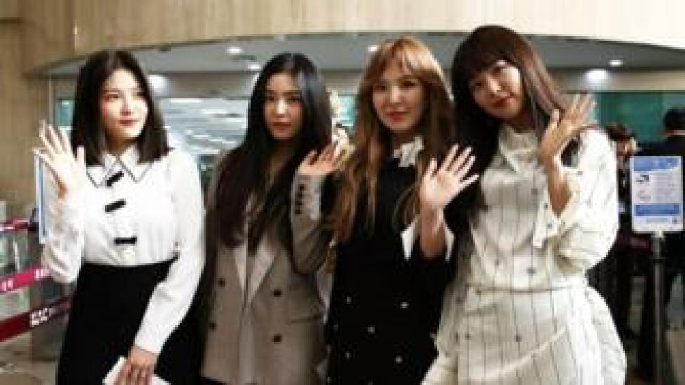 Girl group Red Velvet at the airport heading to North Korea, 31 March 2018