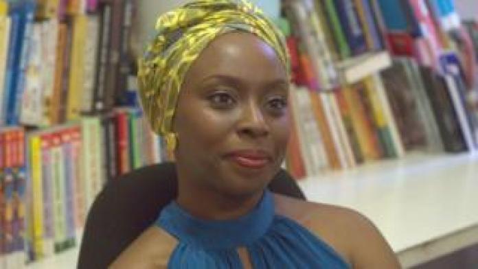 L'écrivaine Nigériane Chimamanda Ngozi Adichie, ici en 2013 à Lagos, a été victime d'une agression sexuelle à l'âge de 17 ans.