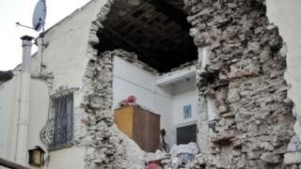 تخریب ساختمان بر اثر زلزله
