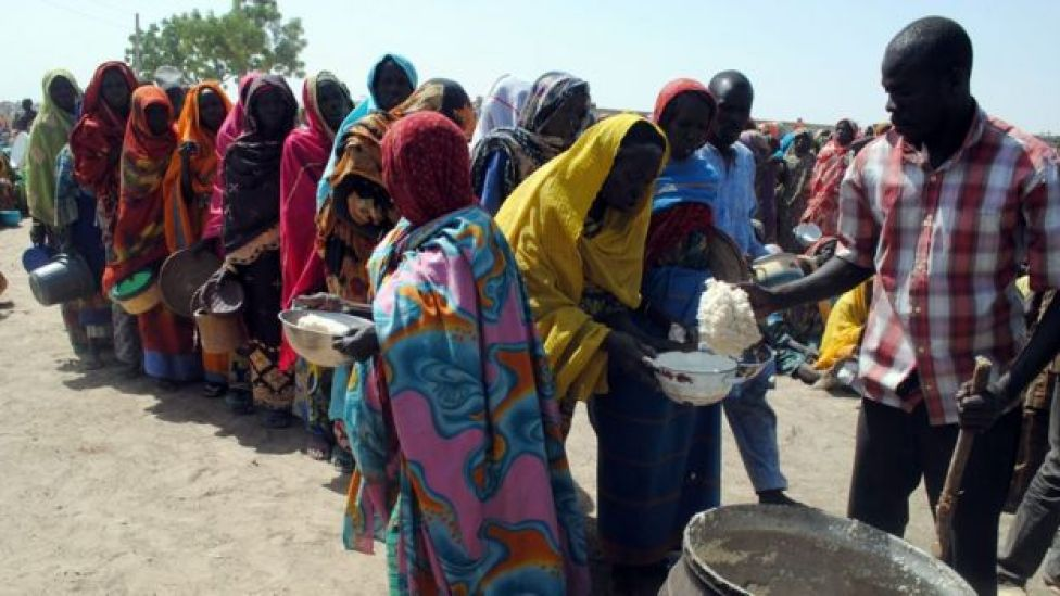 Women queuing for food at Dikwa camp (file photo from 2 February 2016)