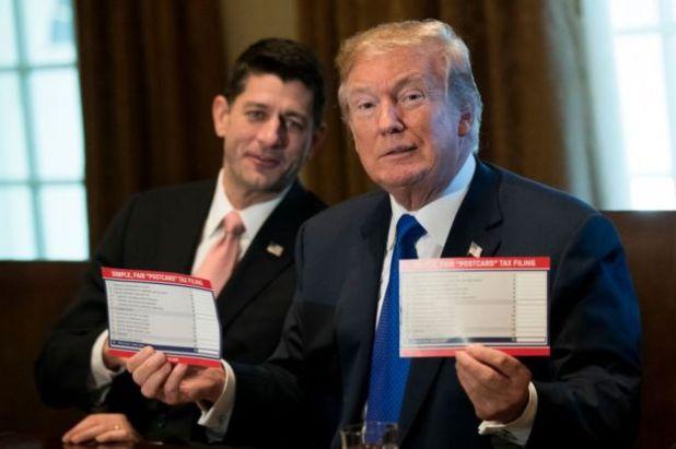 Tổng thống Trump nói mã thuế mới đơn giản đến mức người dân có thể khai thuế trên bưu thiếp