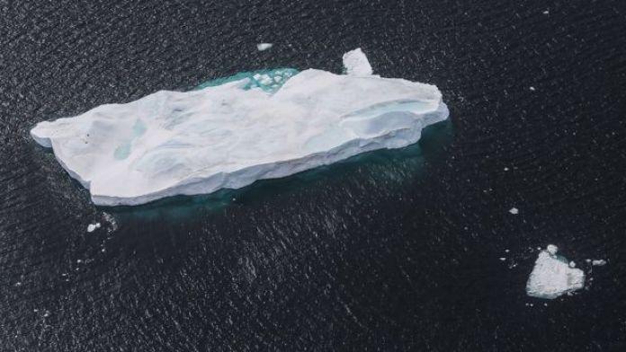 Les scientifiques utiliseraient le géotextile : une nouvelle matière qui permettrait de réduire la fonte de l'iceberg, en l'entourant d'une sorte de jupe