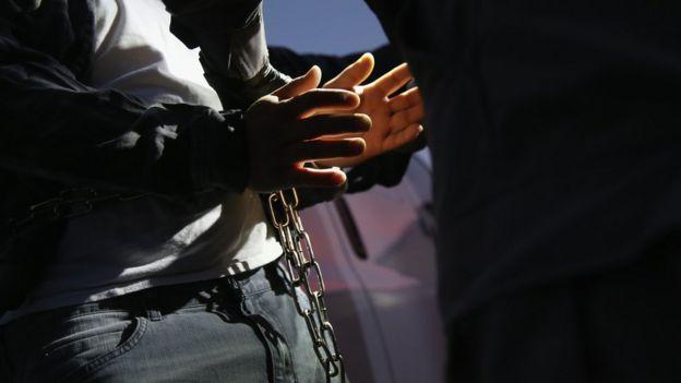 De acuerdo al ICE hay unas 900 mil personas que tienen una orden de deportación en EEUU. Getty Images