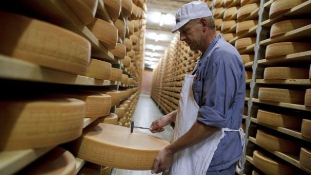 Fábrica de quesos en Suiza