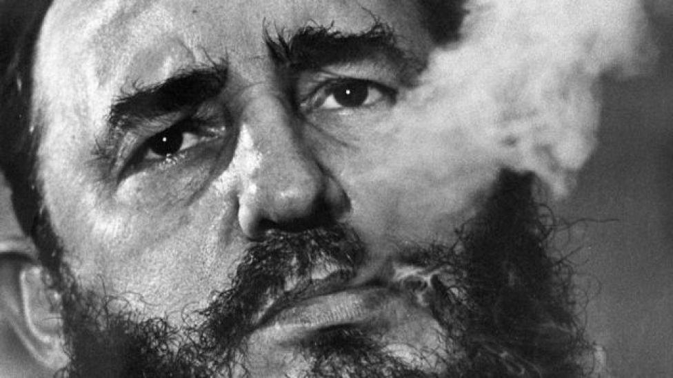 Fidel Castro fumando