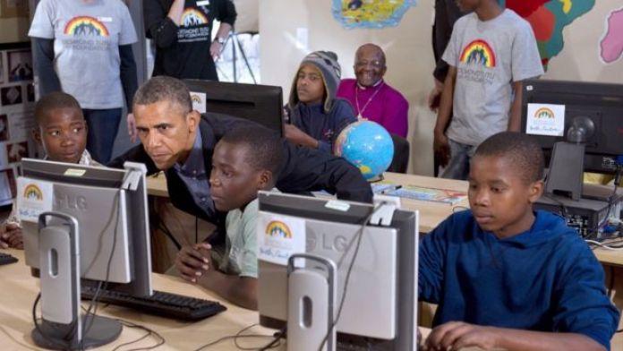 Obama con niños en África