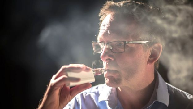 Michael Mosley vaping