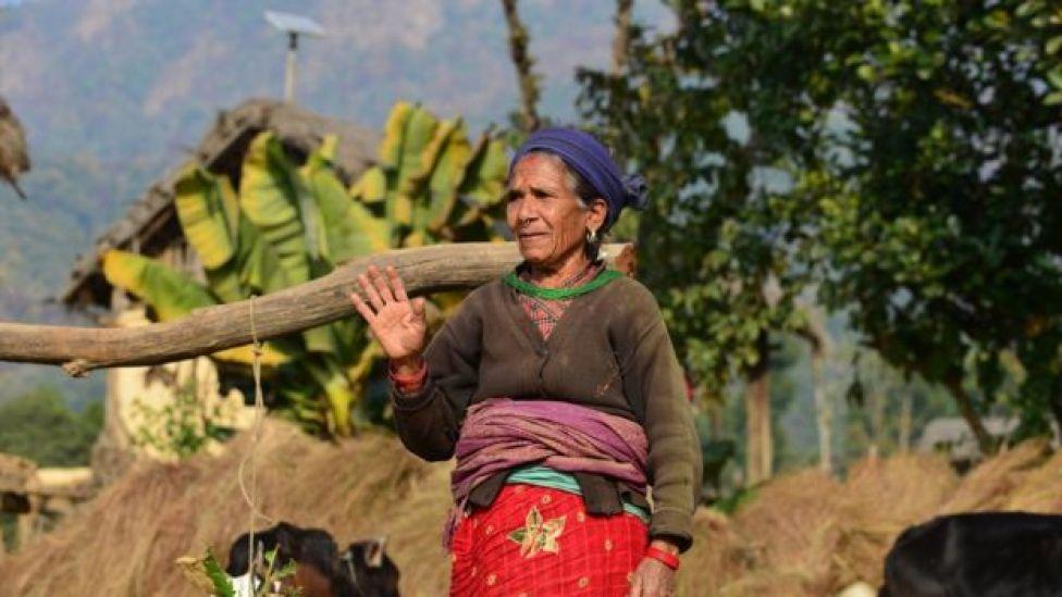 Idosa no Nepal