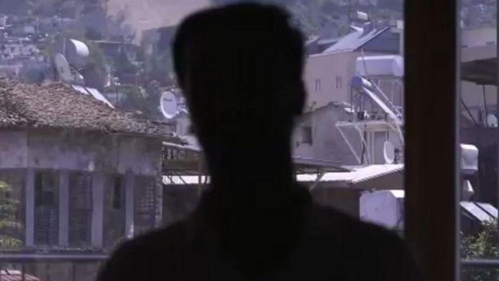 Halit, Suriye: Dünya'nın Savaşı belgelesi için BBC'ye konuştu.