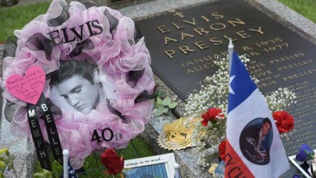 Tumba de Elvis Presley en Memphis, Estados Unidos.